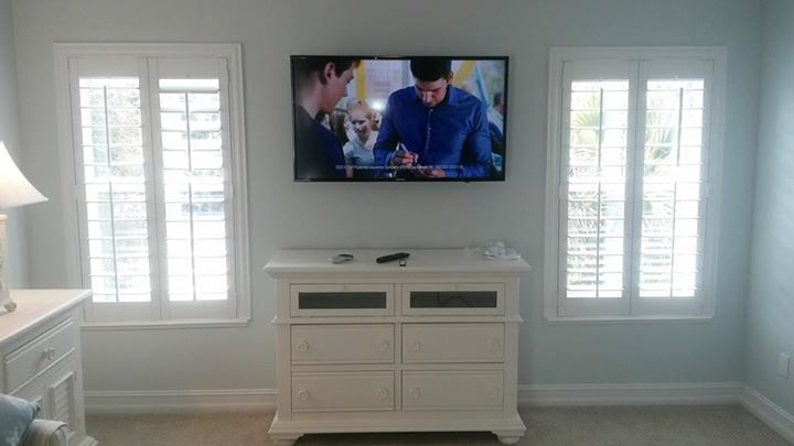 optical sound and satellite directv home entertainment systems. Black Bedroom Furniture Sets. Home Design Ideas